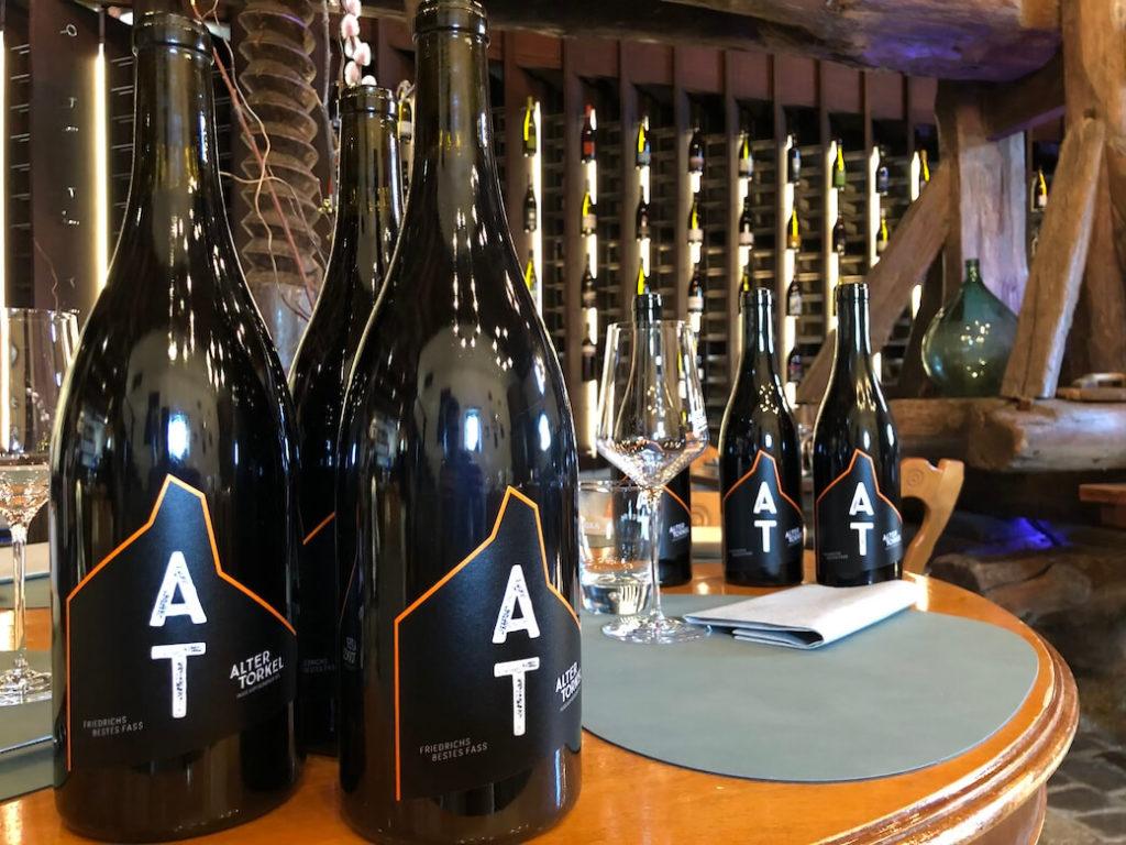 Über 800 Positionen hat die Weinkarte. Alle Weine stammen von Winzern des Weinbauverbands Graubünden.