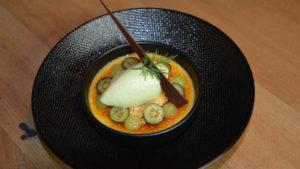Alpenhonig-Crème brûlée mit Tannenspitzeneis